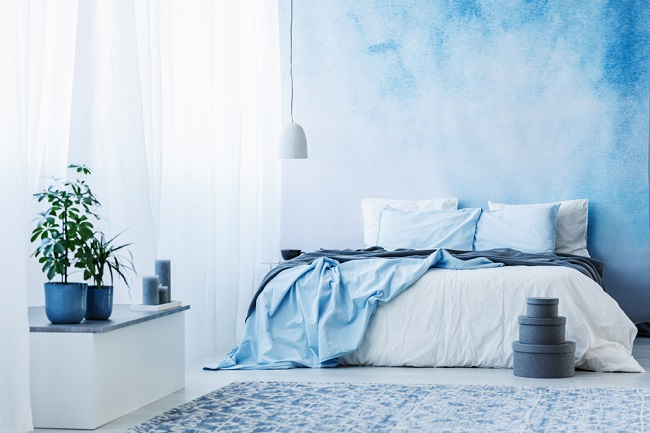 Het nog-niet-af verven van de slaapkamer