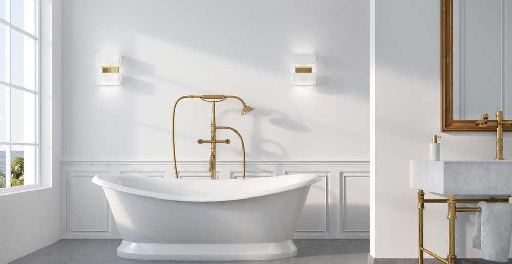 De gouden kraan in de badkamer bij de badkuip: een ware eyecatcher