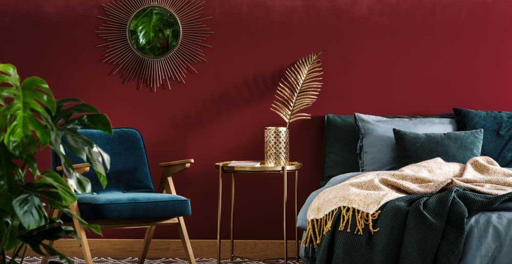Een gekleurde muur in de slaapkamer: voorbeelden en inspiratie
