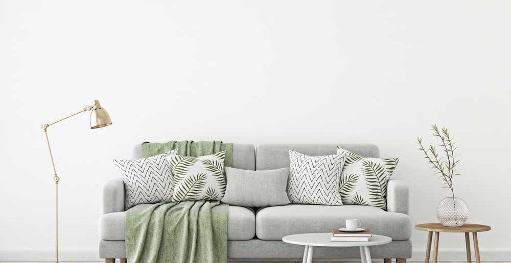 Trendy: kussens met een botanische print op de bank