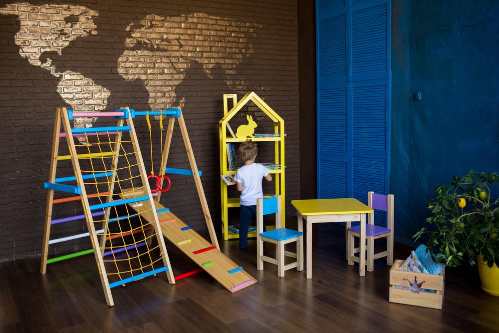 Kinderen sporten thuis: haal een speeltoestel naar de kinderkamer toe