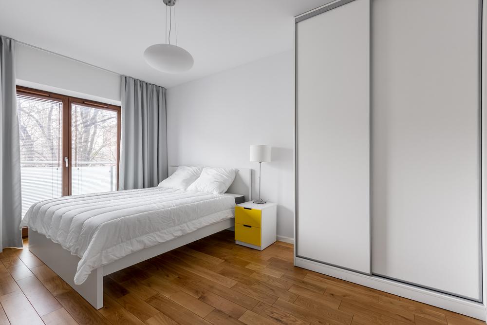 Een slaapkamer inrichten op minimalistische wijze om ruimte te besparen