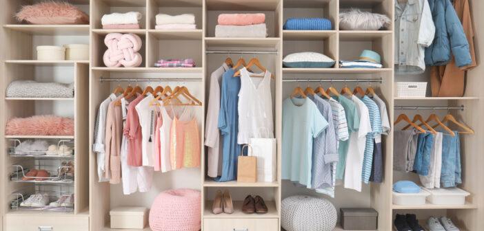 Je kledingkast slim inrichten: 5 essentiële tips