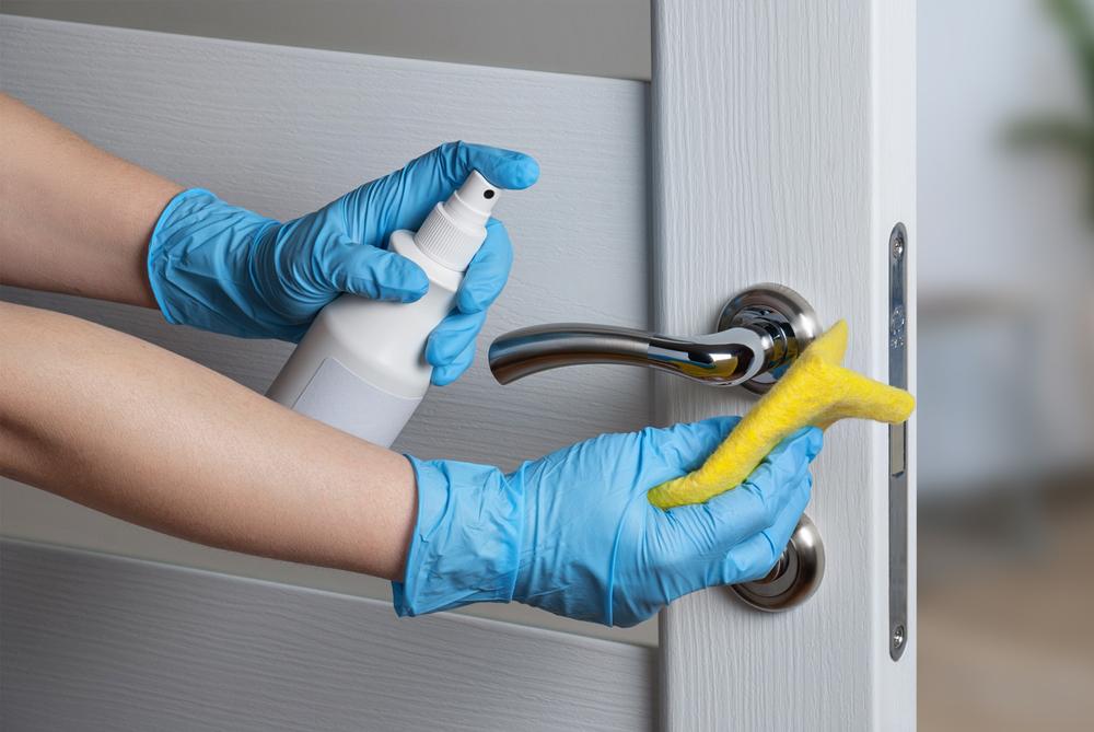 13 plekken en dingen in huis die je misschien nét te vaak vergeet schoon te maken