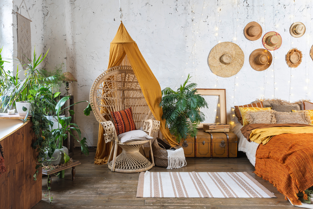 De pauwstoel in een bohemian interieur