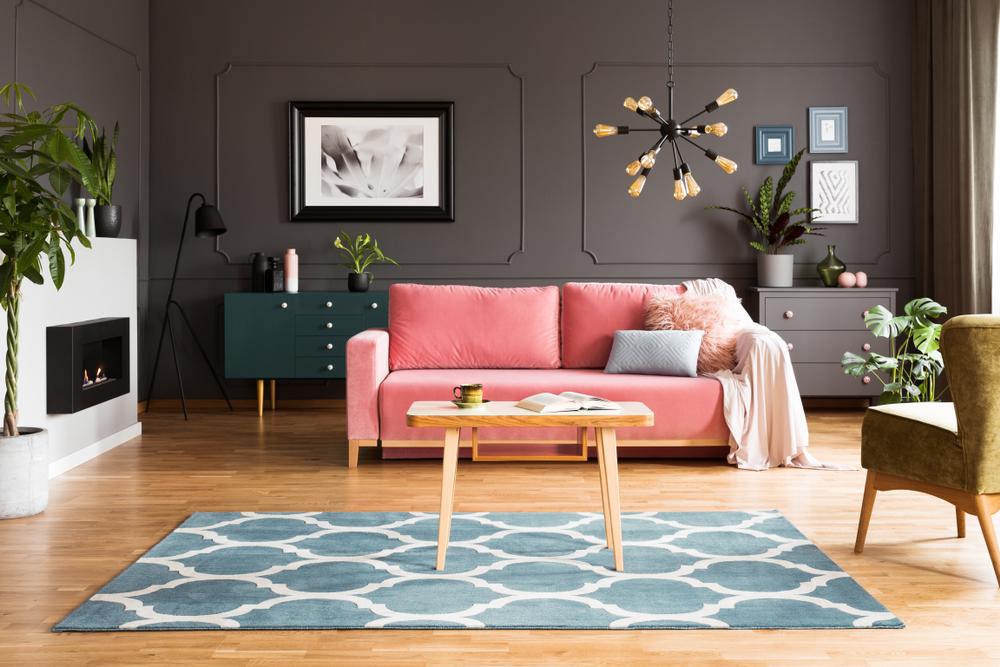 Roze en grijs in de woonkamer